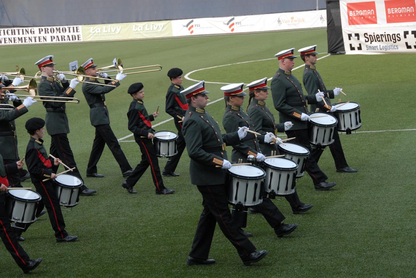 Show- en marchingband Amantius met leden van Jong Amantius, zaterdagavond in De Vliert