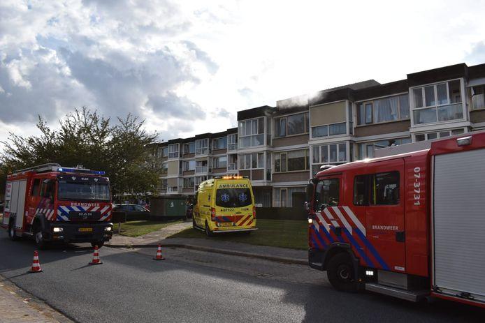 Rook komt uit een appartement aan de Grote Molenstraat in Elst.