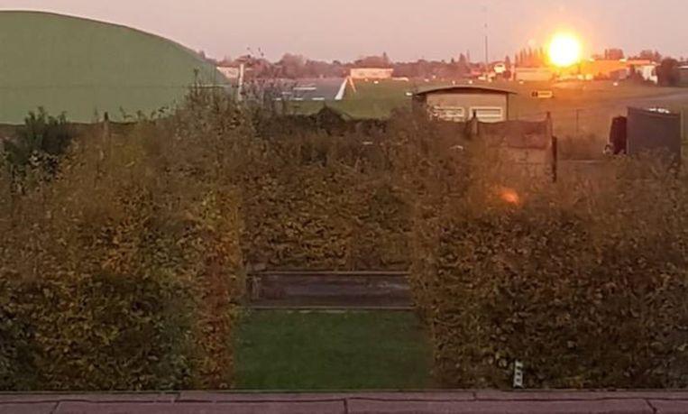 De 'vuurbal' was zelfs tot in Wevelgem te zien, hier een foto van nabij de luchthaven.