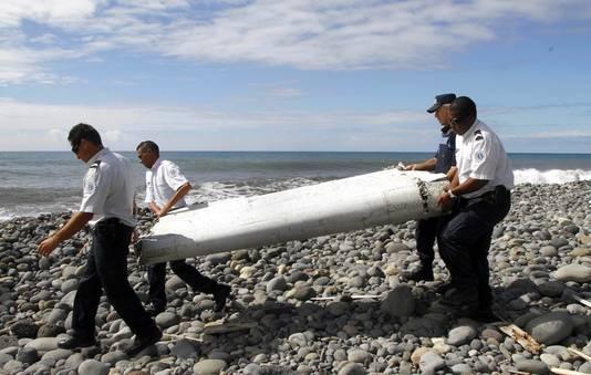 Ruim een jaar nadat vlucht MH370 van de radar verdween, werd op het Franse eiland Réunion een brokstuk gevonden