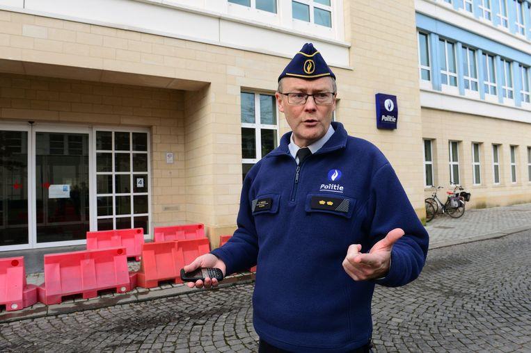 Woordvoerder van PZ Leuven Marc Vranckx aan het politiekantoor aan de Phillipssite.