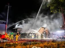 Felle brand verwoest boerderij met landwinkel