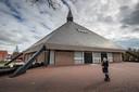 Kerken - zoals de Christelijke Gereformeerde Maranathakerk op Urk - worstelen met het corona-advies.
