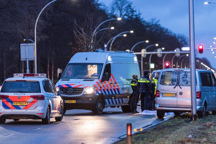 De politie onderzocht waardoor het ongeluk kon gebeuren.