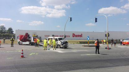 1 dode en acht gewonden bij ernstig ongeval in Willebroek: A12 richting Brussel volledig versperd