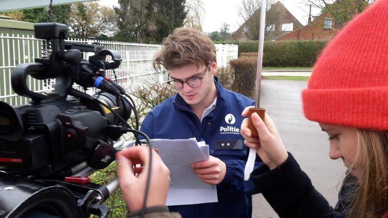 Ketnet-wrapper Thomas Van Achteren kroop voor de film in de rol van agent.