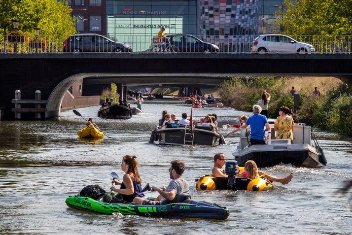 Sinds de opening van de singel in Utrecht is het behoorlijk druk op het water.