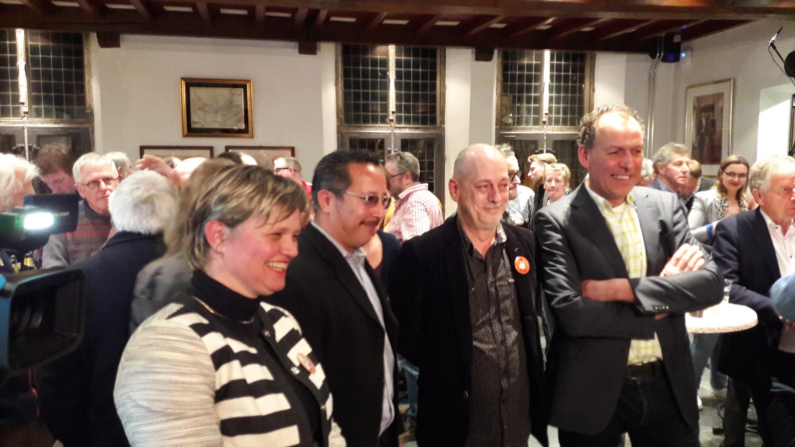 De beoogde partners in de coalitie op een rijtje. Vanaf links: Janine van Hulsteijn (VVD), Rob Janssen (SP) en Jacques van Bergen (CDA).  Luc Brouwers ( tussen Janssen en Van Bergen) vormt met zijn PvdA-fractie en D66 straks de oppositie in de raad.