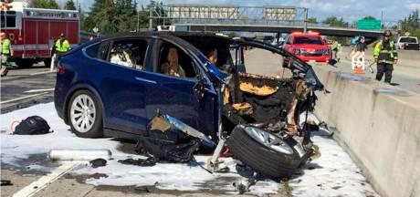 Amerikaanse autoriteiten tikken Tesla en Apple op de vingers: Autopilot én afgeleide bestuurder zijn de oorzaak van dodelijke crash met Tesla Model X