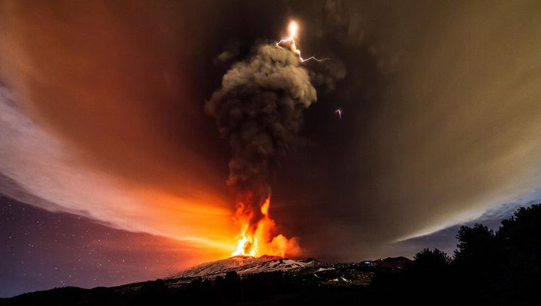 Een uitbarsting van de Etna op Sicilië. Het infrageluid ervan kan in Nederland worden opgevangen. Beeld Marco Restivo / Demotix