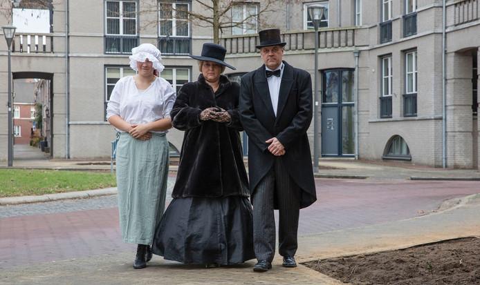 Femke, Nancy en Dave Joosten in vol ornaat voor de Dickensnight.