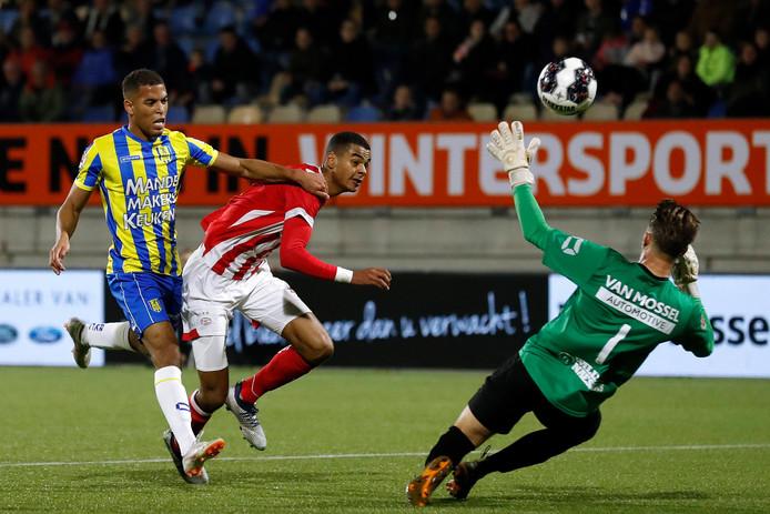 Zielschot in actie tegen Jong PSV, bij zijn profdebuut