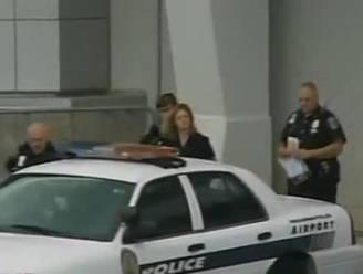 Stewardess met geladen pistool in de handtas opgepakt