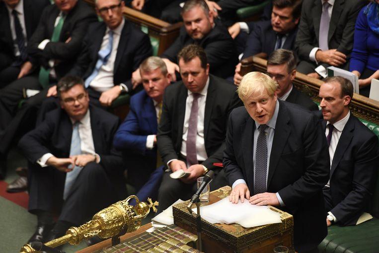 Boris Johnson zaterdag in het Lagerhuis. Nadat zijn eerste poging om zijn brexitdeal ongewijzigd in stemming te brengen mislukte, probeerde de Britse premier het vandaag weer, opnieuw zonder succes.