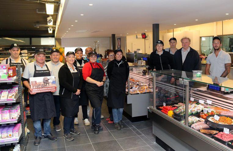 Het team van keurslagerij - en voortaan ook buurtwinkel - Van Hoof.