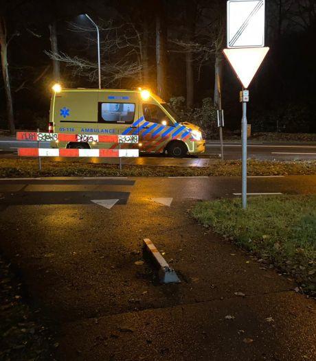 Eerst een nare valpartij, dan actie: gemeente Enschede verwijdert oud en versleten fietspaaltje