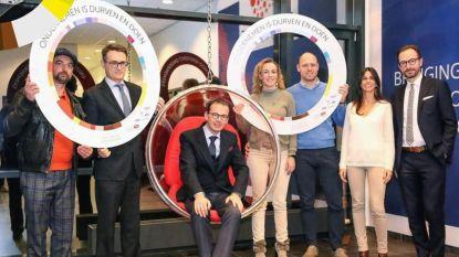 """Apothekers woest op minister van Volksgezondheid Wouter Beke na foto met Farmaline: """"Een kaakslag voor de zelfstandige apotheker"""""""