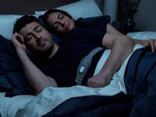 Bye bye les ronflements: cette ceinture surveille votre sommeil (et votre partenaire la remercie)
