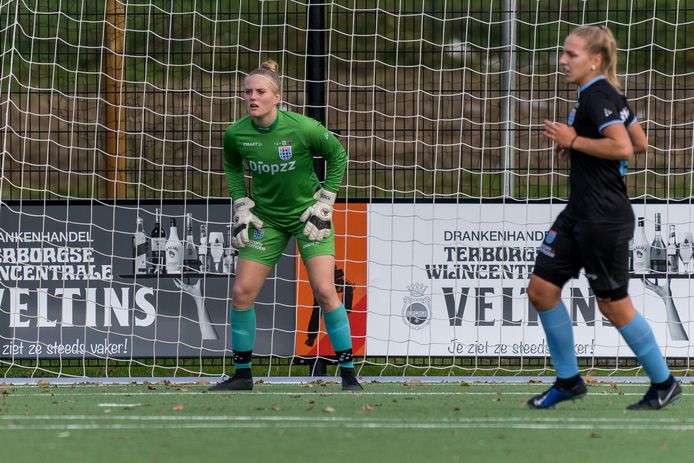 Moon Pondes krijgt de kans om zich te bewijzen in het doel van de PEC Zwolle Vrouwen.