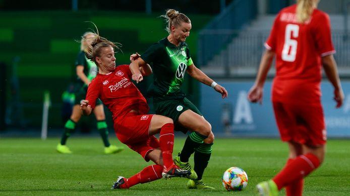 Lynn Wilms, hier in actie tijdens het Champions League-duel met VfL Wolfsburg, heeft ook bijgetekend.