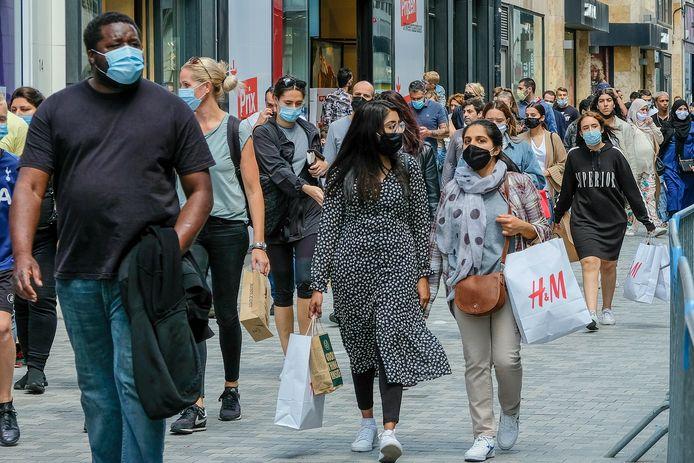 Mondmaskers zijn verplicht in Brussel. Hier: de Nieuwstraat.