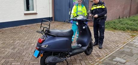 Scooter moet uitwijken voor auto en gaat onderuit in Oisterwijk