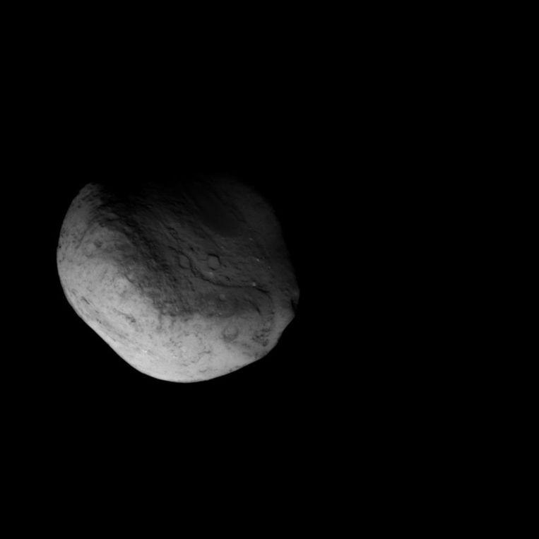De kern van komeet Tempel 1, zoals gefotografeerd door ruimtesonde Stardust. Foto: NASA Beeld
