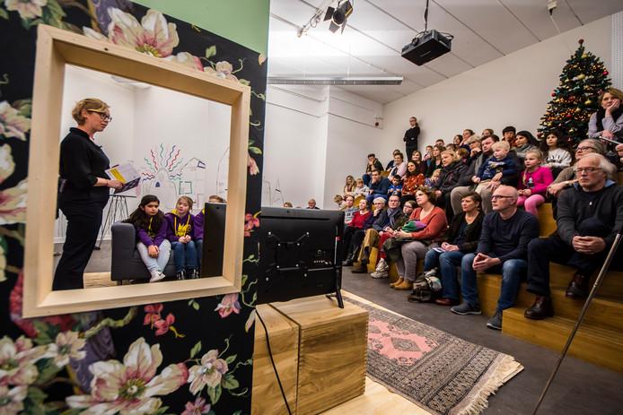 Kleedje op de vloer en een bloemetjesbehang: Concordia is omgetoverd tot een 'huis'. De kinderexpositie SAMEN werd zaterdag geopend.