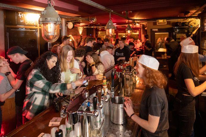 Een café in Wageningen net voor de uitbraak van corona.