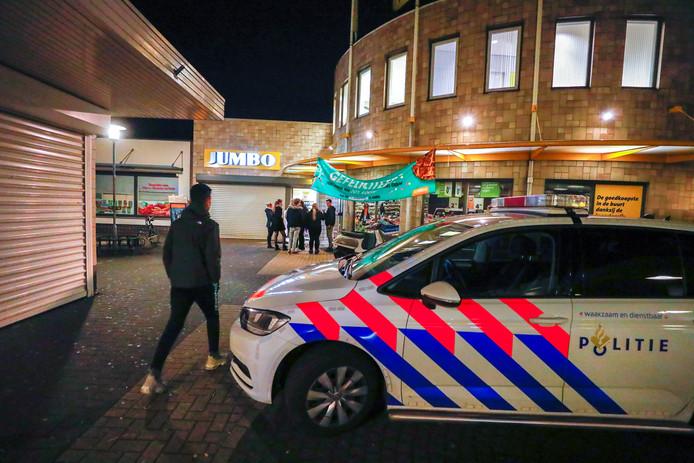 Na een overval op de Jumbo aan Nederlandplein in Eindhoven begint de politie aan een heuse klopjacht op de serie-overvaller.