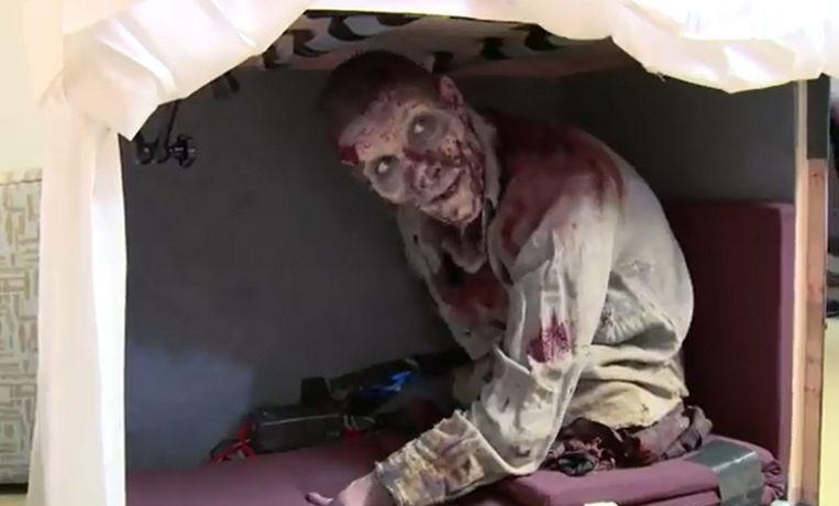 Zombie tiener neemt acteur 39 the walking dead 39 in de maling for Makelaar nu