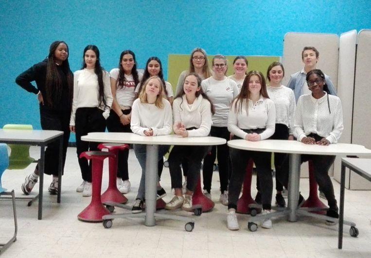 Sinterklaas bezocht woensdagnamiddag het Atheneum Klein-Brabant: deze leerlingen organiseerden de activiteit.