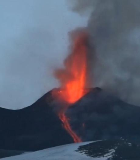 Vulkaan Etna op Sicilië spuwt opnieuw lava