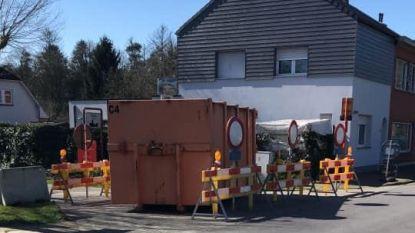 Grenswegen ook in Kapellen en Stabroek versperd, burgemeesters vragen maatregelen grensverkeer na te leven
