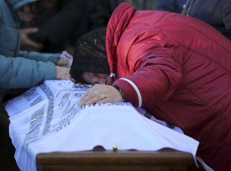 In Rusland zijn de eerste slachtoffers van de vliegramp begraven. Beeld reuters
