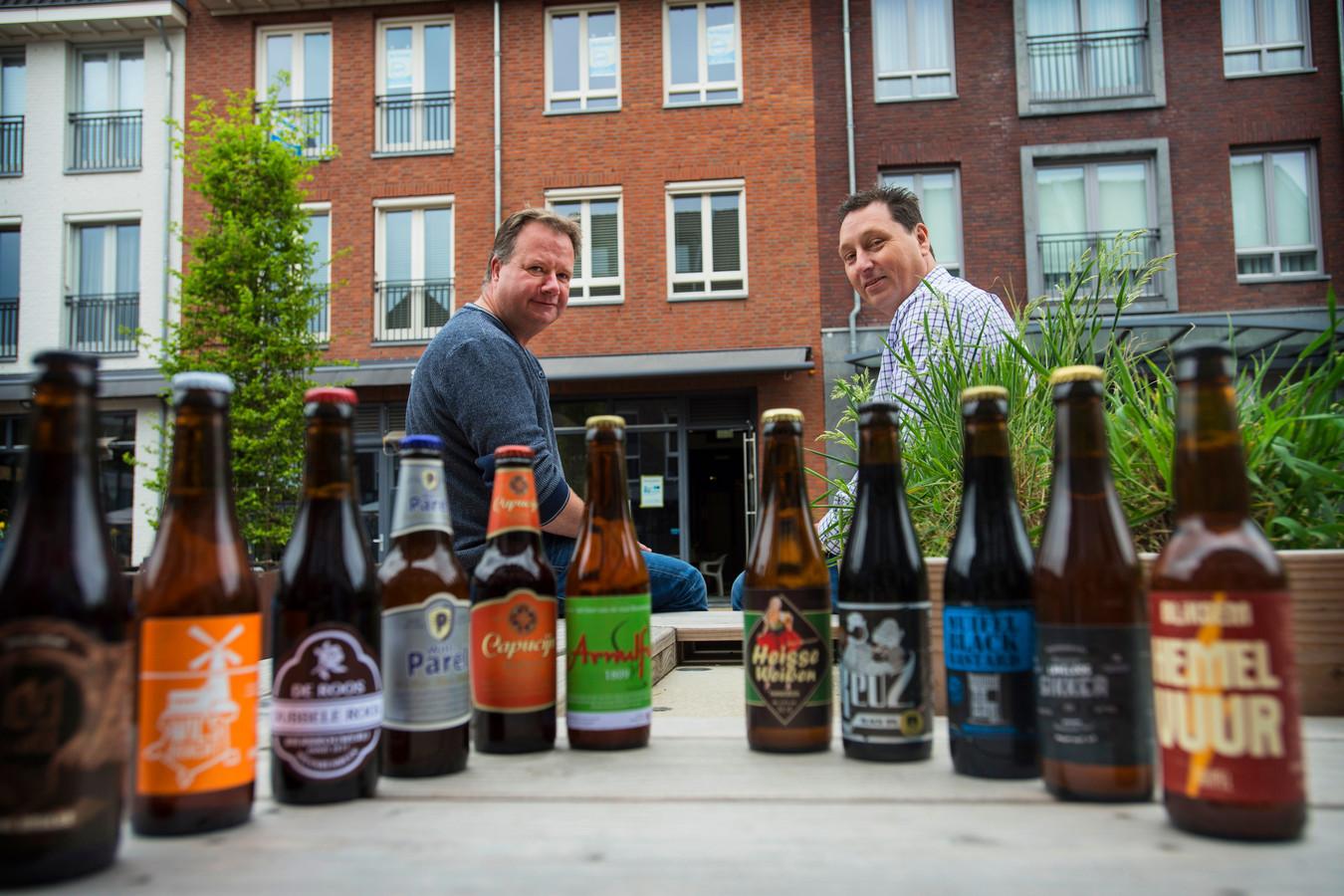 Robert van Roosmalen (links) en Marcel Vromans specialiseren zich vooral in bieren van Brabantse microbrouwers