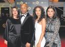 Ineke en Humberto met dochters Isa en Julia.