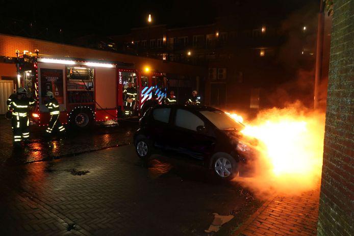 Auto uitgebrand in Rijen