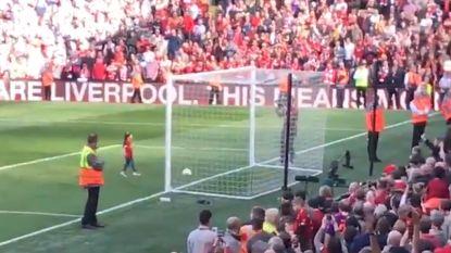 Dochter van Mo Salah 'scoort' in Anfield
