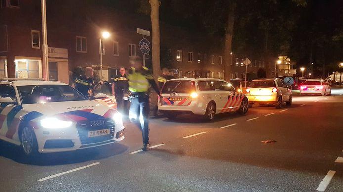 De politie rukte met meerdere auto's uit voor vluchtende man in Zielhorst.
