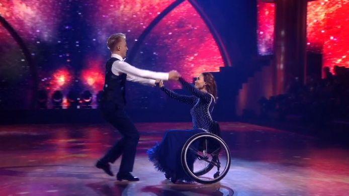 Bibian Mentel met haar danspartner Joost.