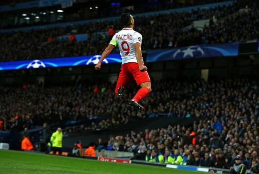 Radamel Falcao speelt nog wel bij AS Monaco, maar zag vrijwel al zijn teamgenoten uit het droomjaar vertrekken.