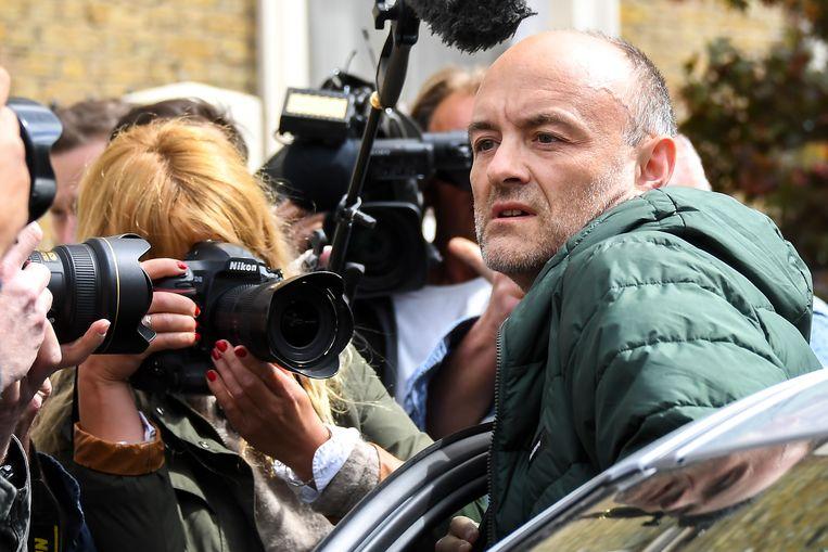 Bij zijn huis werd Dominic Cummings vanmiddag opgewacht door de pers.  Beeld AP