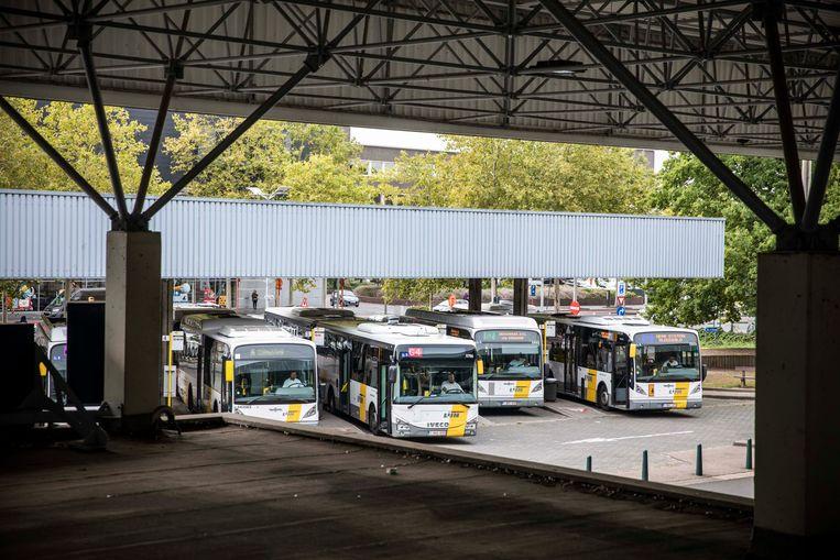 Station + lijnbussen Genk.