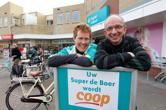 Johan en Thea Neppelenbroek van de Coop in Lemelerveld kregen afgelopen zomer al de kans om op zondagmiddag hun deuren te openen.