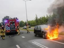 Vader met baby tijdens rijden opgeschrikt door brand in motorkap