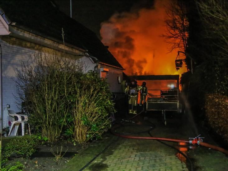 Schuur in brand in Helmond: adviseur gevaarlijke stoffen ter plaatse