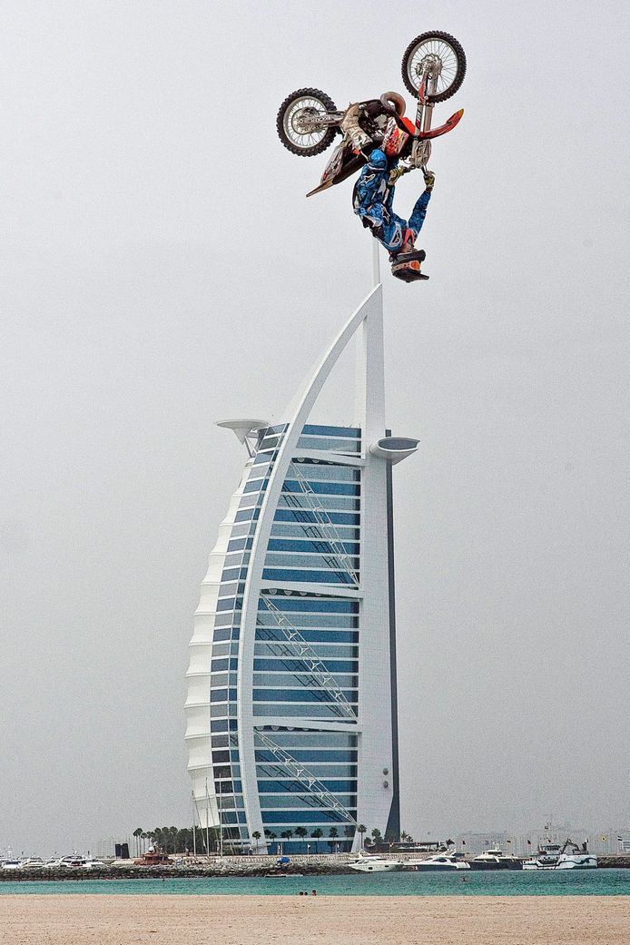 Gilles Dejong in actie tijdens één van zijn stunts.
