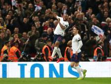 Sterling leidt Engeland met hattrick ruim langs Tsjechië