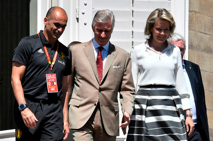 Een onderonsje tussen bondscoach Roberto Martinez, de koning en de koningin.